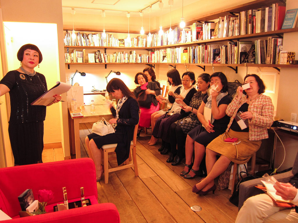 Our audience enjoying Puredistance WHITE on handmade blotters